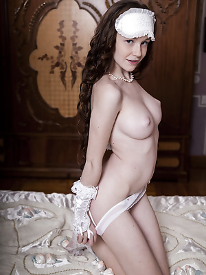 SexArt  Emily Bloom  Erotic, Softcore